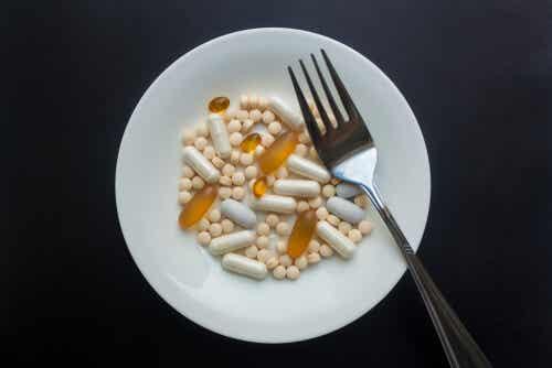 ¿Por qué unos medicamentos se toman antes que las comidas y otros después?