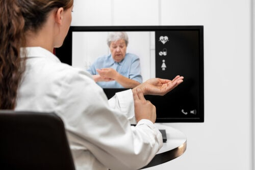 consulta a distancia para ancianos