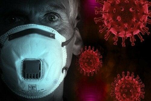 La piel de dos médicos chinos oscurece por coronavirus