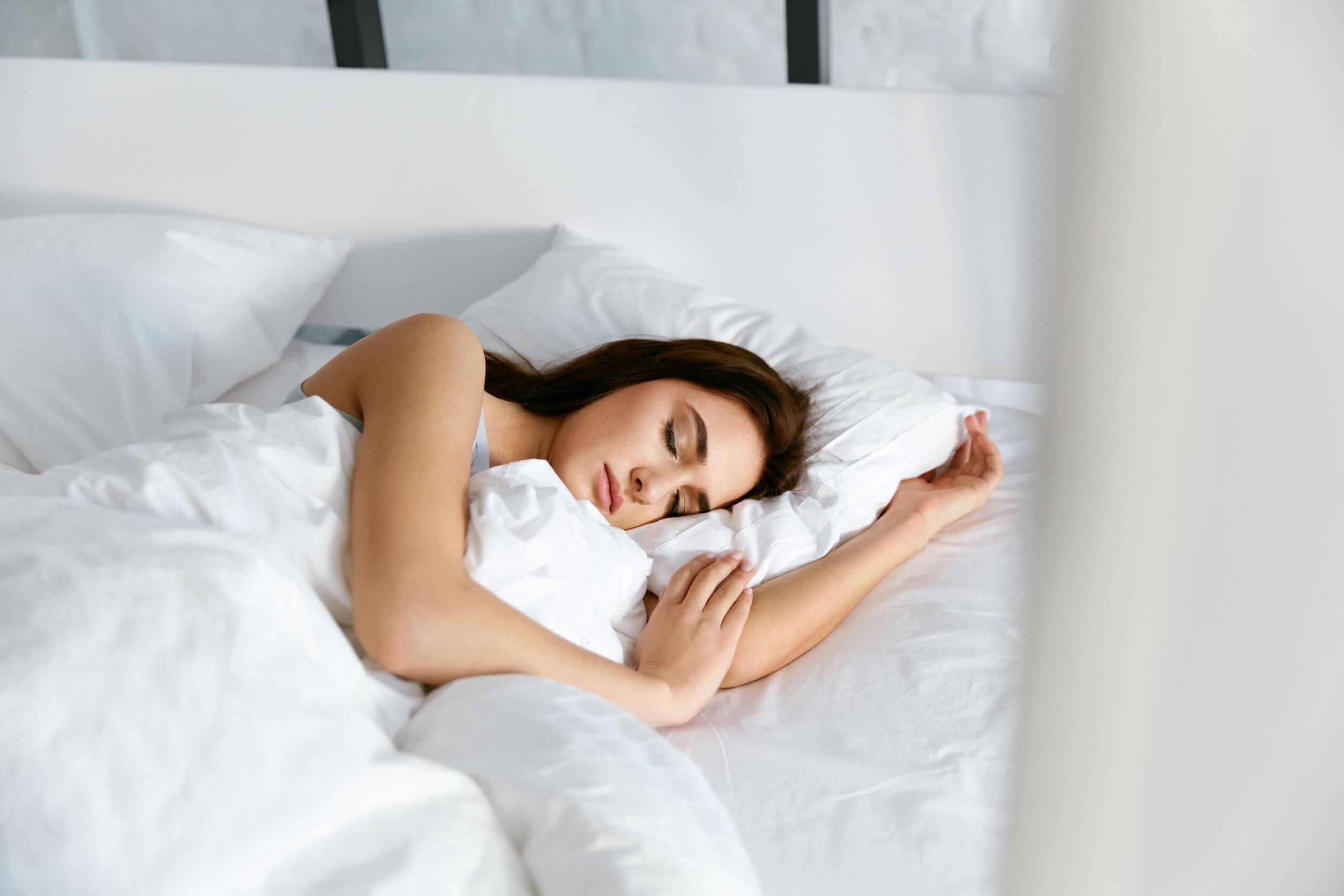 Tomar un baño caliente para dormir mejor: ¿por qué ayuda?