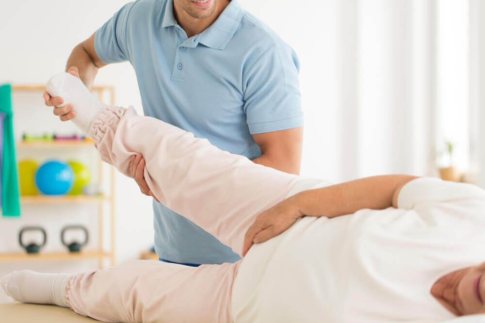 ¿Qué puede causar una dislocación o luxación?