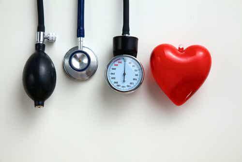 controlar la presión arterial ayuda al corazón