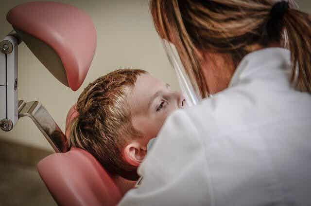 ¿Por qué los dientes son sensibles al dolor?