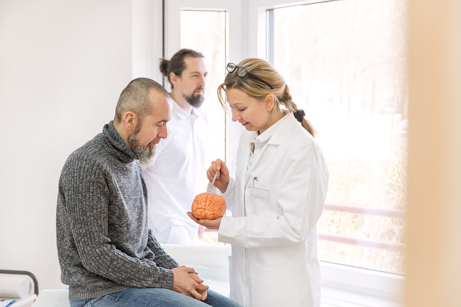 Lesiones cerebrales causan vejiga neurogénica.