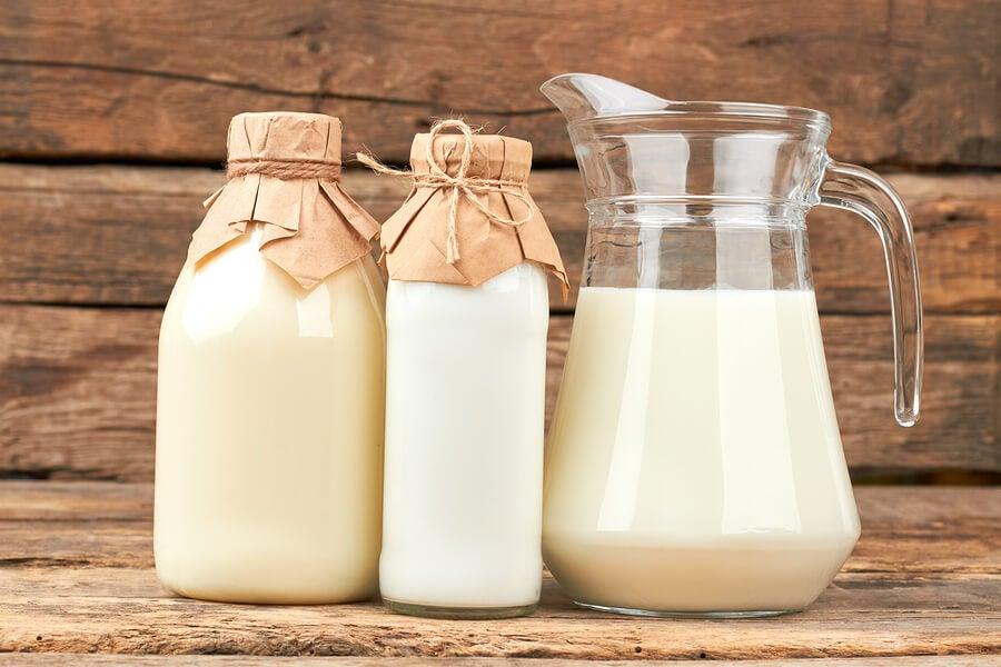 Consumir lácteos enteros, sin azúcar