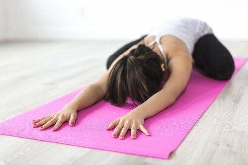 Ejercicios de yoga para la escoliosis