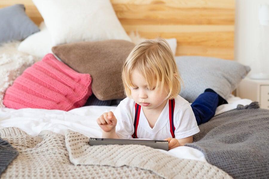 Estudio científico del exceso de exposición a las pantallas en niños