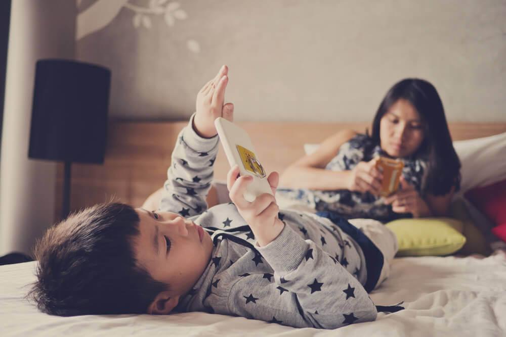 Consecuencias del exceso de exposición a las pantallas en niños