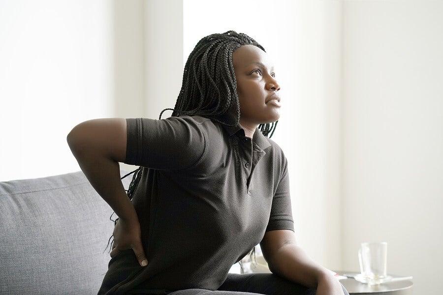 Mujer con bursitis de cadera