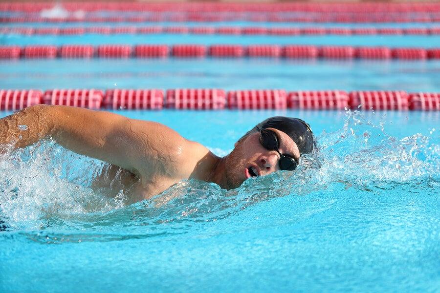 Ejercicios de natación para corregir la escoliosis