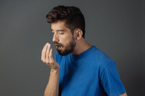 Conoce los alimentos que causan mal aliento