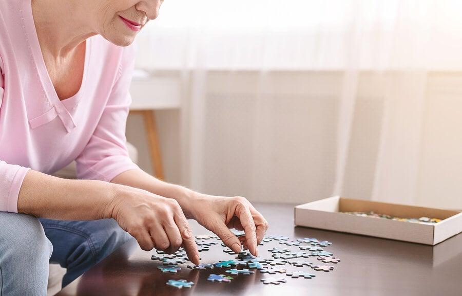 La pérdida de la memoria inmediata es uno de los primeros síntomas de la enfermedad de Alzheimer