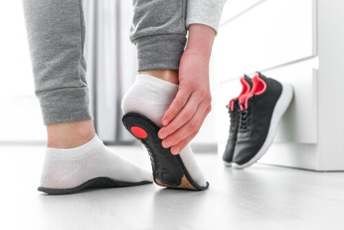 Calzado diseñado para reducir el dolor por artrosis en la rodilla