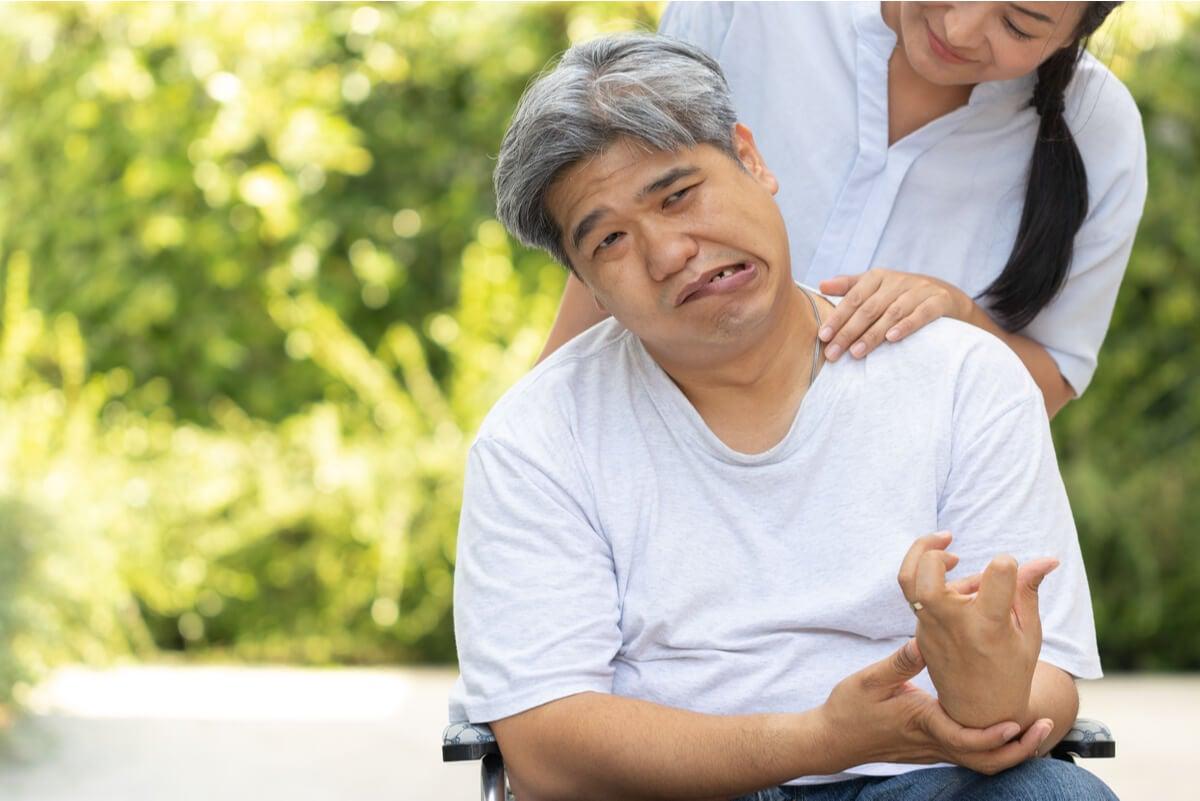 Persona con accidente cerebrovascular.