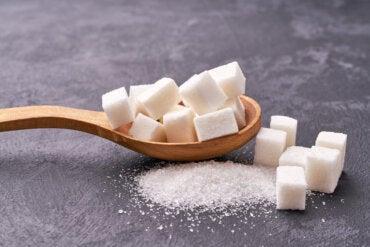 ¿Cuáles son los efectos del azúcar refinado en la salud?