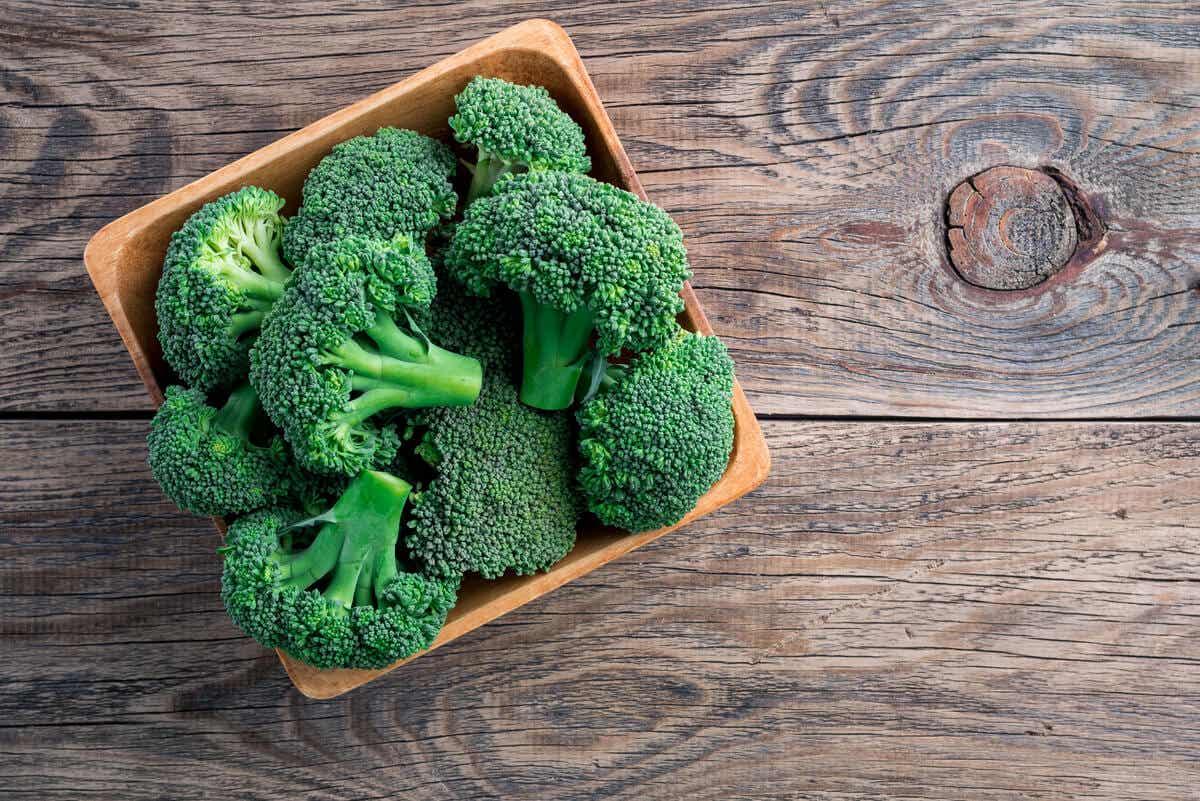 Brócoli para un batido para bajar de peso.