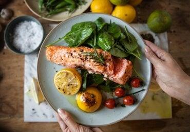 Cenar temprano podría ayudar a prevenir la diabetes y bajar de peso