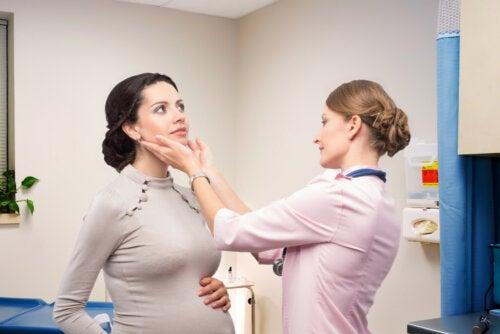 Hipertiroidismo en el embarazo, ¿qué debes saber?