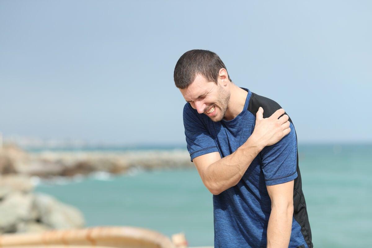 Dolor de hombro en deportista.