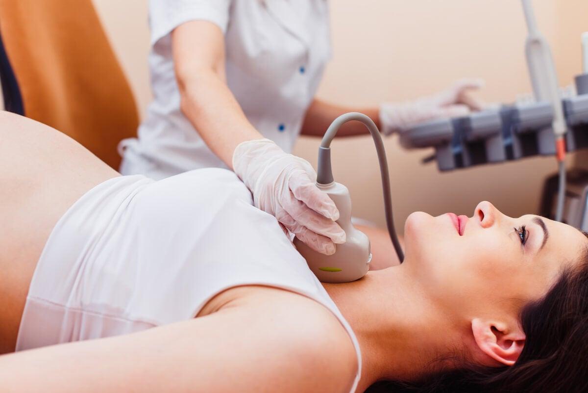 Ecografía de tiroides a embarazada