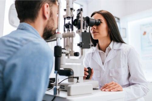 ¿Cómo detectar la toxoplasmosis ocular?