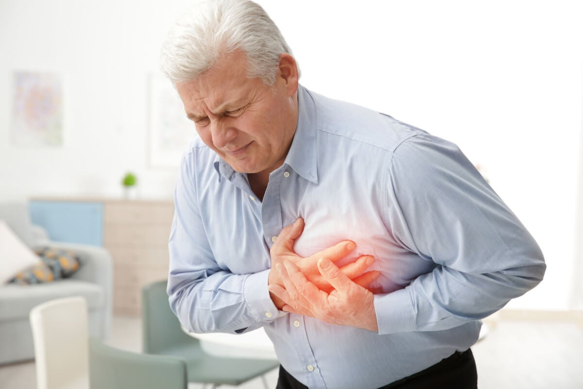 Hombre con infarto de miocardio