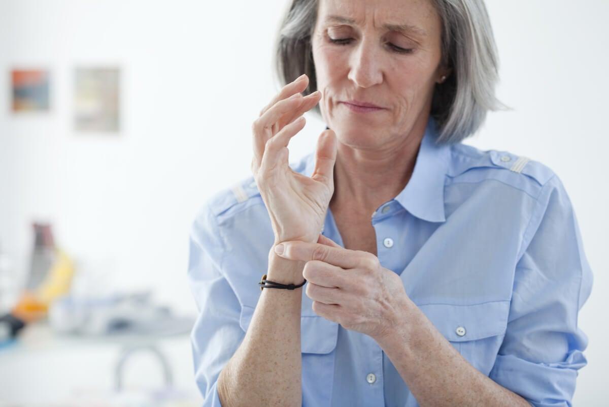 ¿Cuáles son los primeros síntomas del reumatismo? recuperación de la muñeca tras una operación