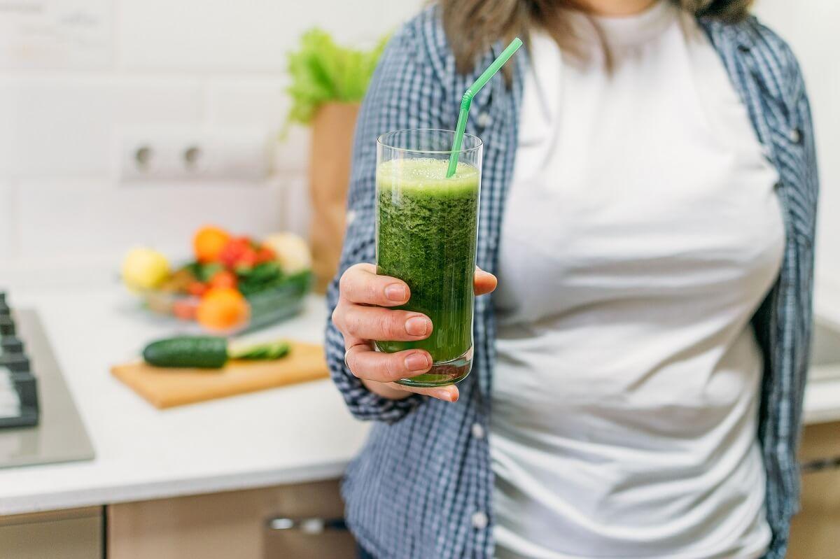 ¿Los jugos verdes ayudan a adelgazar?