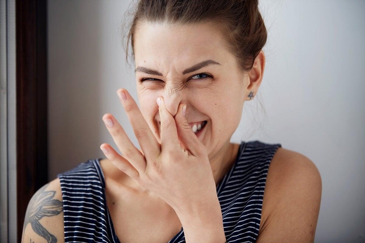 ¿Las duchas vaginales eliminan el mal olor?