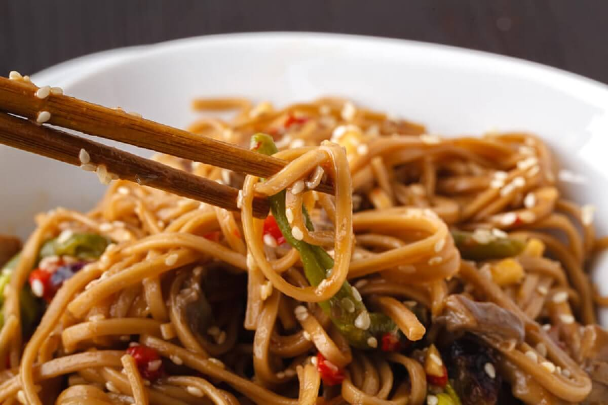 Noodles with vegetable sauce