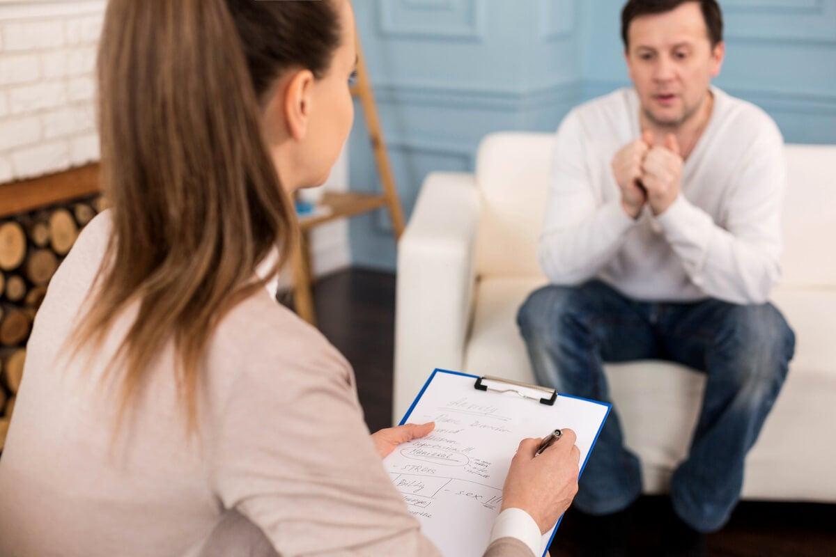 Psicóloga con paciente con megalofobia.