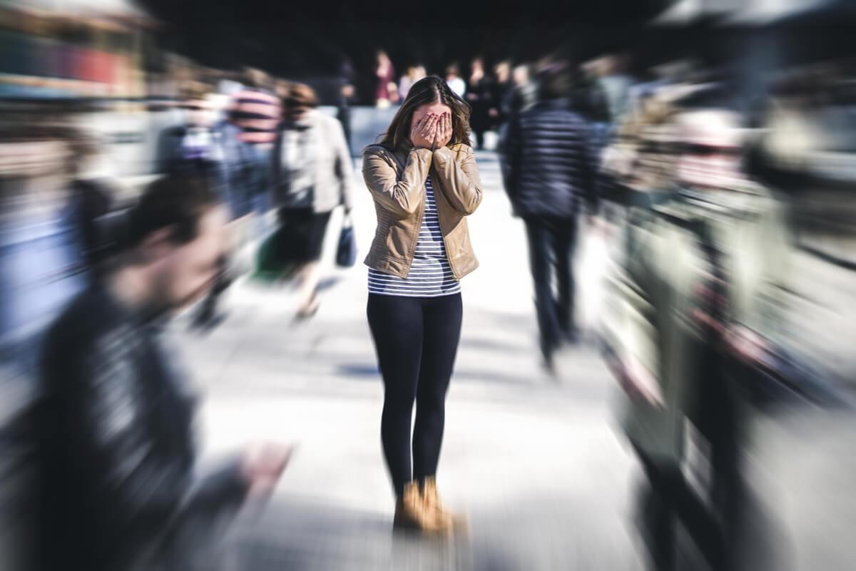 Mujer con agorafobia