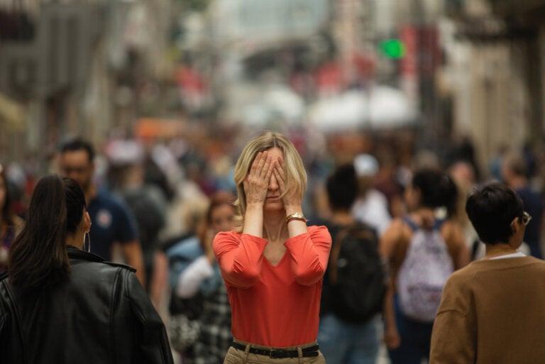 ¿Cuáles son los síntomas de agorafobia?