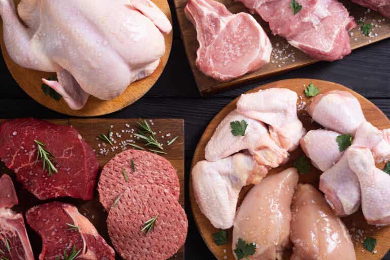 Omofagia: ¿es seguro comer carne cruda?