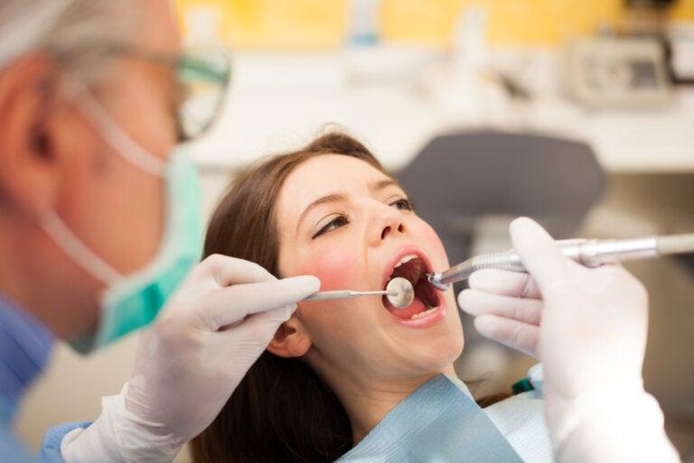 ¿Qué es la hiperplasia gingival y qué tipos existen?