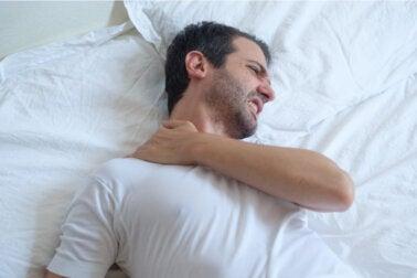 Consejos para dormir con una tendinitis en el hombro