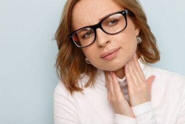 Cuerdas vocales inflamadas: causas, síntomas y tratamientos