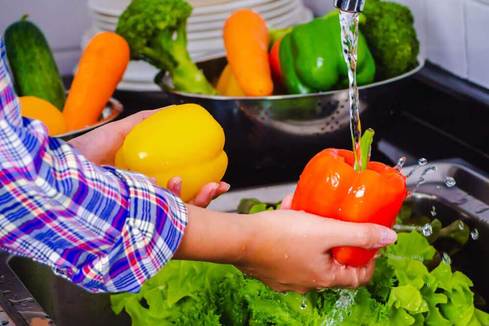 Sanitizar frutas y verduras