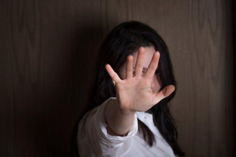 ¿Cuáles son los síntomas de la alexitimia?
