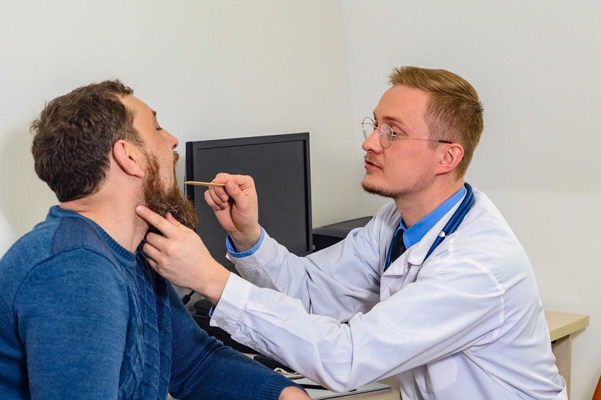 ¿Cómo tratar las cuerdas vocales inflamadas?