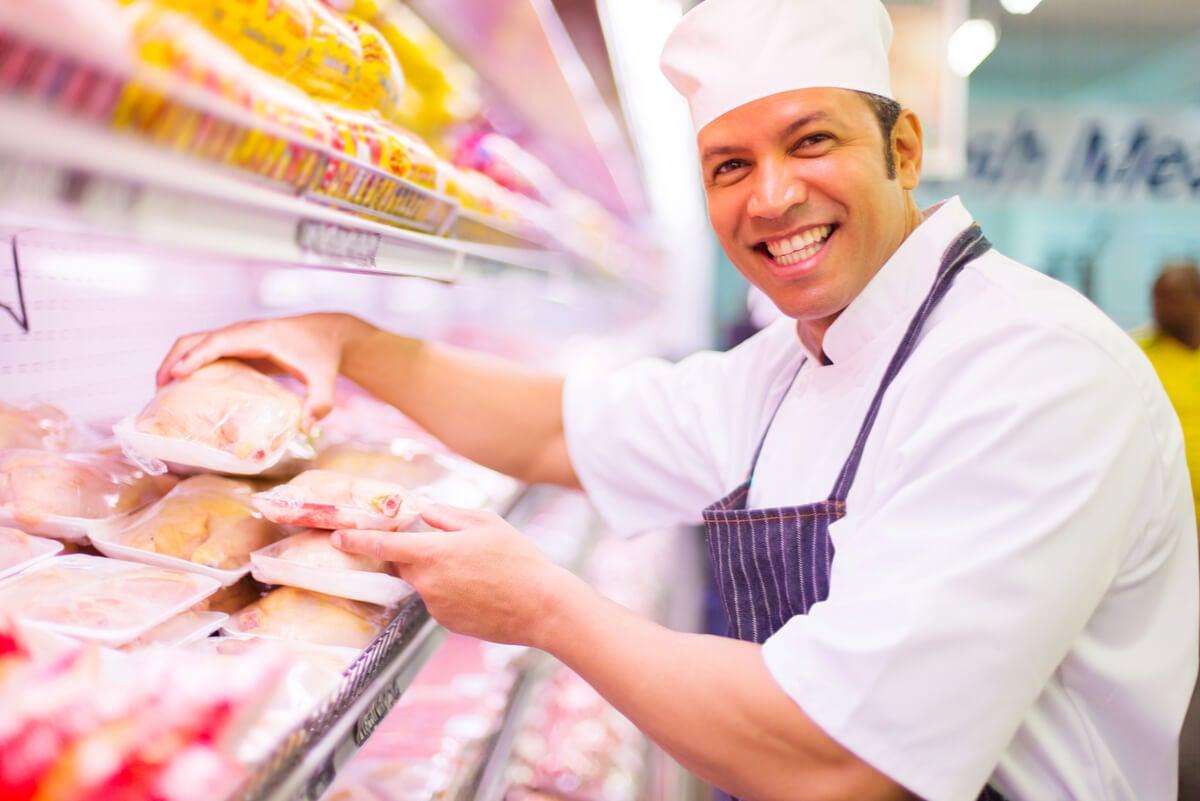 El pollo en el supermercado.