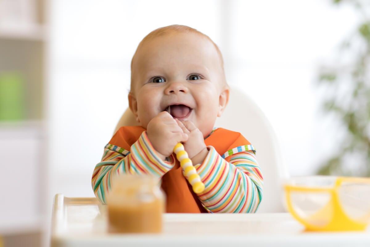 Introducción de sólidos en el bebé.