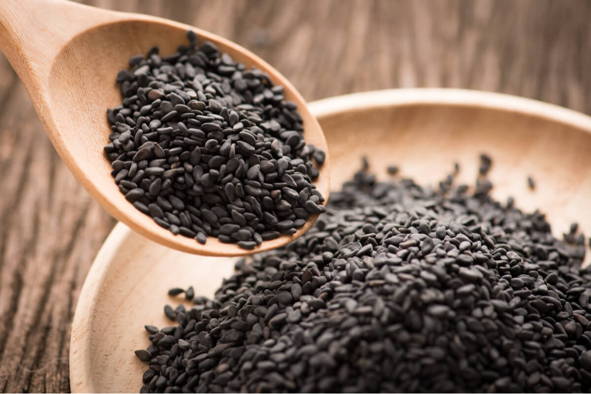 5 beneficios de las semillas de sésamo negro