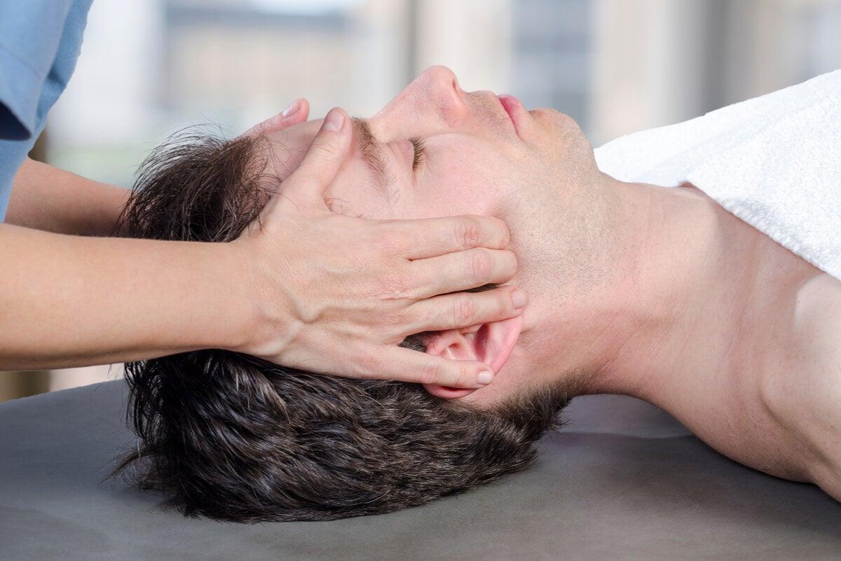 Fisioterapia para mandíbula desencajada.
