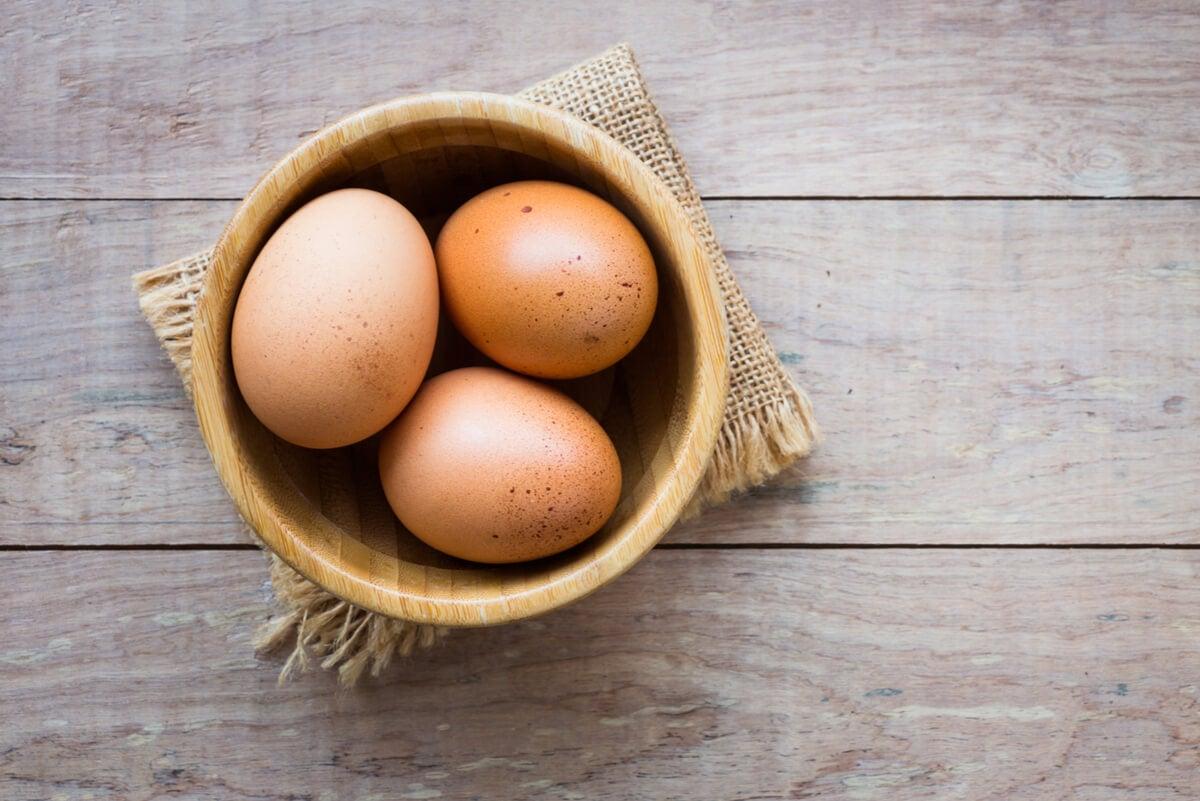 Huevos como sustitutos del polvo de hornear.