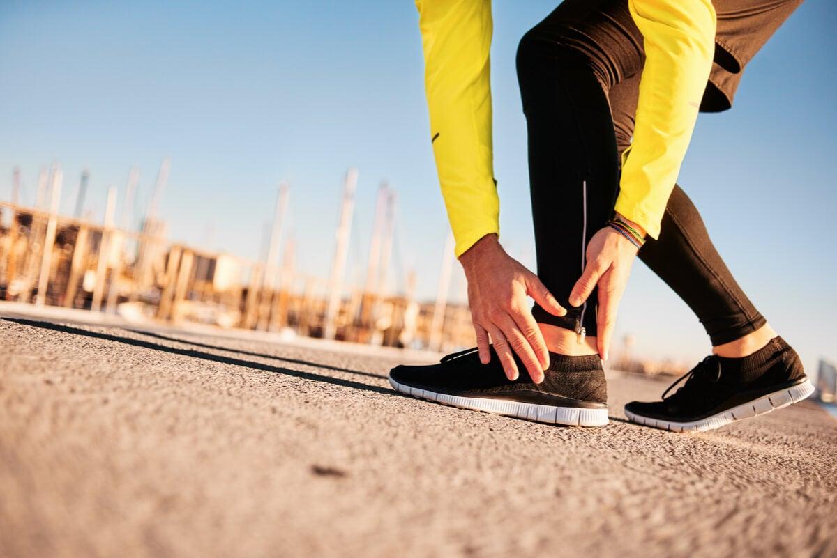 Lesión de pie en una corredora.