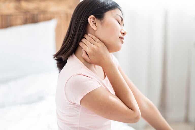 8 medidas que puedes tomar para aliviar la tortícolis o dolor de cuello