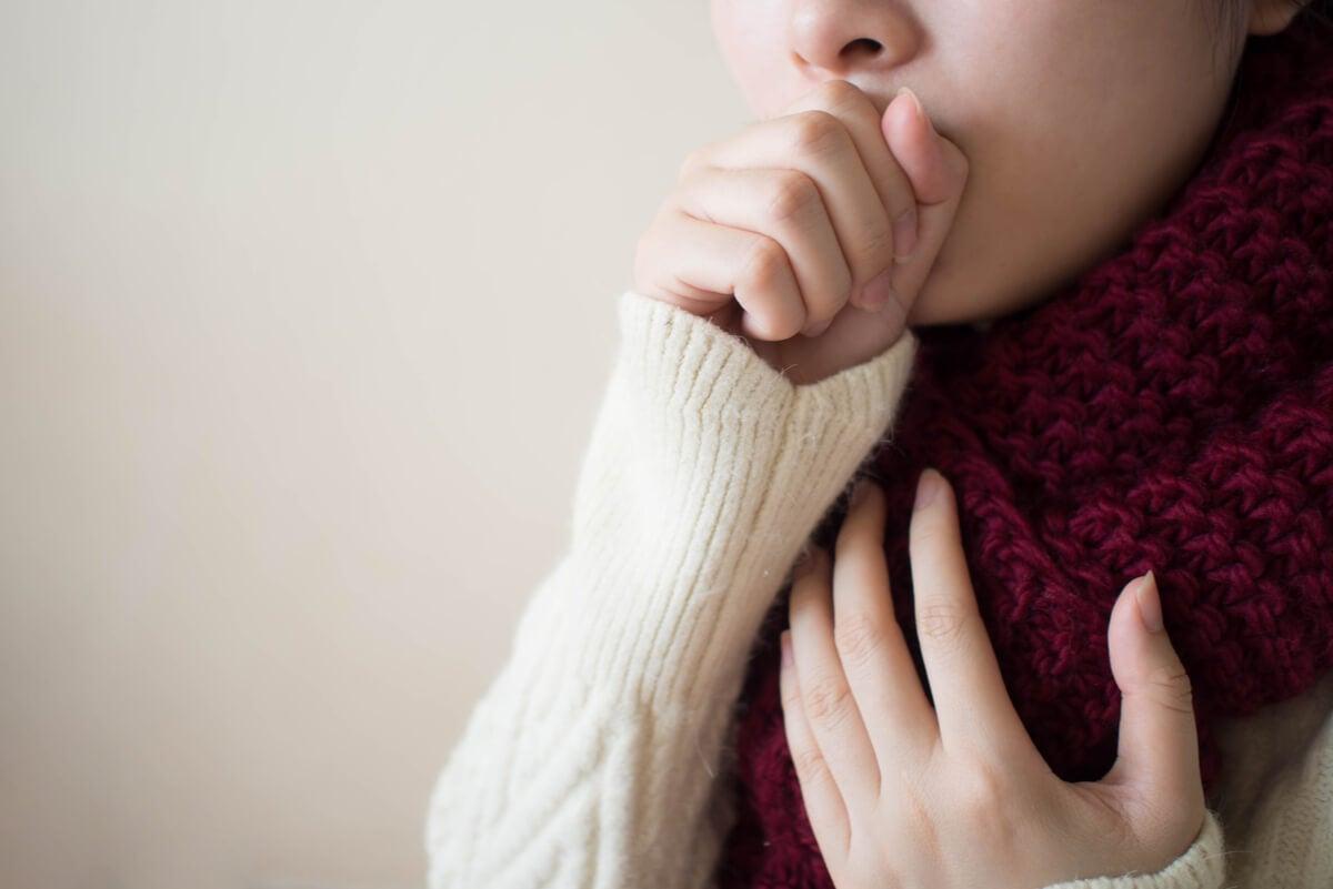 Mujer con enfermedad respiratoria