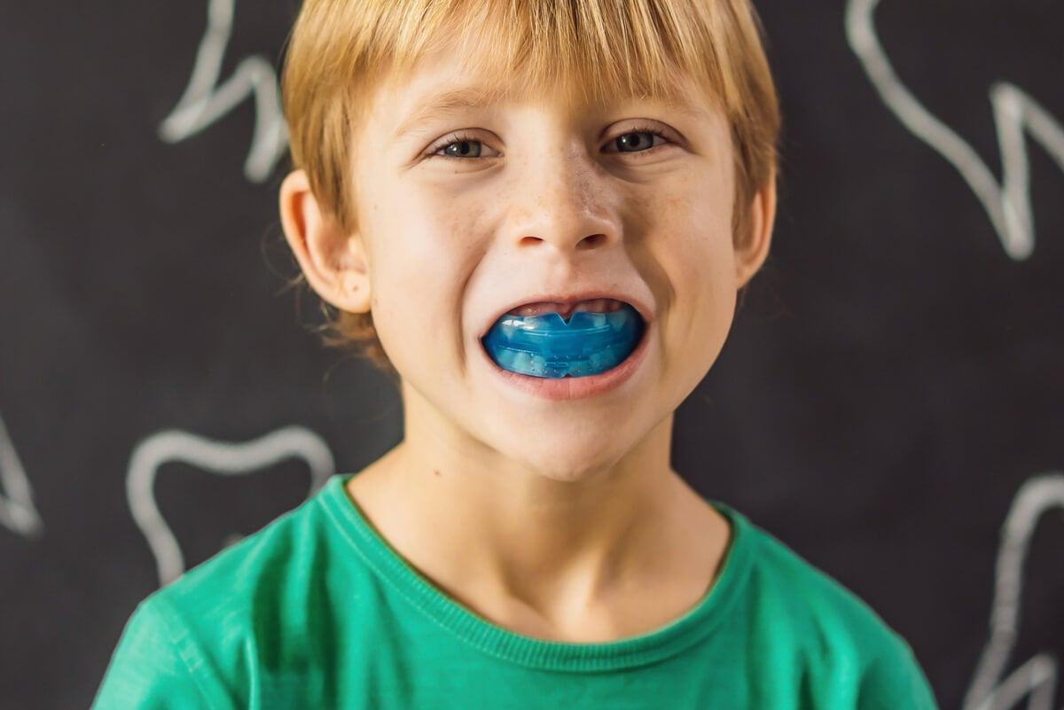 Bruxismo en niños: ¿cómo actuar si tus hijos rechinan los dientes?