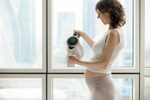 ¿Es recomendable tomar canela durante el embarazo?